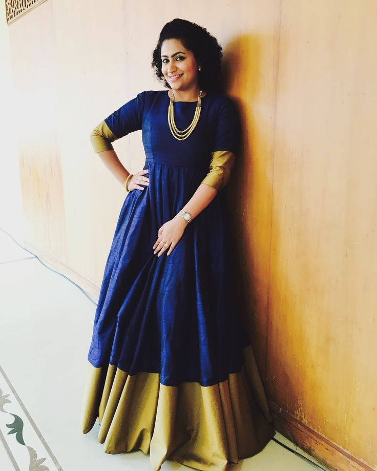 *midnightblue* Midnight blue rawsilk gown with antique gold border #gown #labelparvathychankramath #parvathychankramath #midnightblue #partywear #madewithlove&passionfrompc