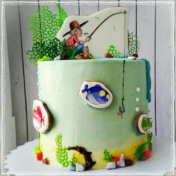 269 отметок «Нравится», 18 комментариев — ПРЯНИКИ⚪ТОРТЫ⚪Троицк Москва (@kren_del_ok) в Instagram: «Торт для рыбака с подводным миром. Шоколадный бисквит с амаретто, мягкая карамель, орешки и безе и…»