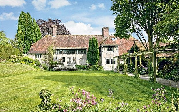 Summerhayes doesn't look exactly like this, but the chimneys, the lawn, the pergola are all aspects of my fictional house. It's owner, Joshua Summer, set out to build a spanking new mansion in 1900 and that meant the Arts and Craft style.