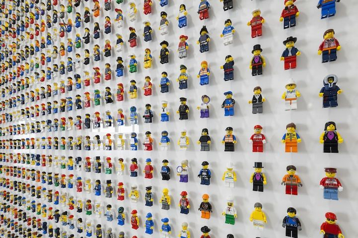 children's bedroom idea - LEGO minifig wall!