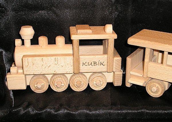 VLÁČKY S VĚNOVÁNÍM , dřevěné hračky s textem na přání. SKLADEM eshop www.soly.cz