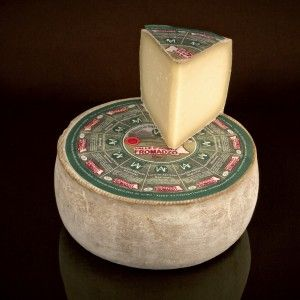 Valle D'Aosta Fromadzo PDO #Cheese #ItalianCheese #Italianfood #ValleAosta #Italy http://www.formaggio.it/formaggio/valle-daosta-fromadzo-d-o-p/