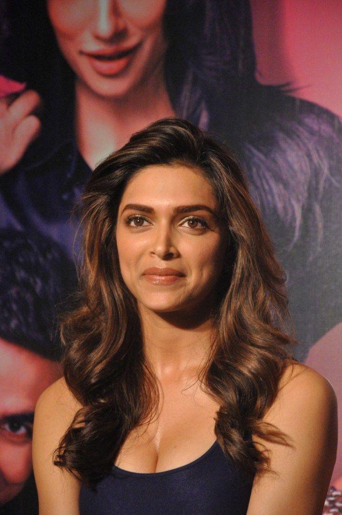 Deepika Padukone cleavage