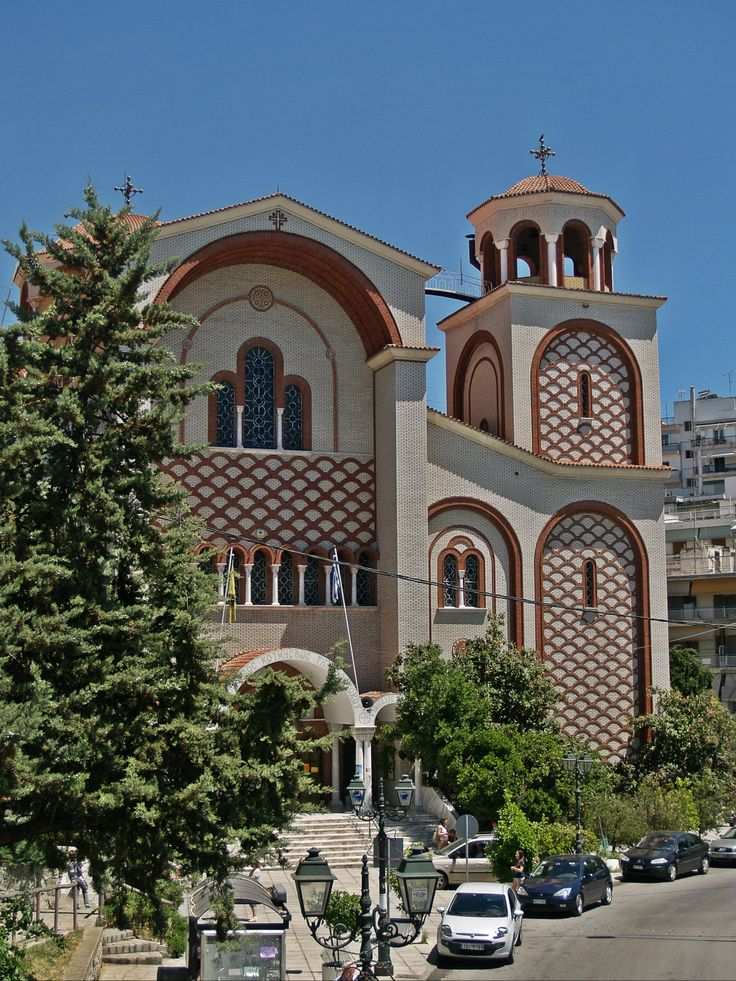 Despite its name this neighborhood has only two churches the old church of Koimisi tis Theotokou and this one, the new, also sharing the same name. (Walking Thessaloniki - Route 13, Forty Churches)
