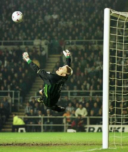 Peter Schmeichel, Denmark (Gladsaxe-Hero, Hvidorve IF, Bröndby, Manchester United, Sporting Lissabon, Aston Villa, Manchester City, Denmark)