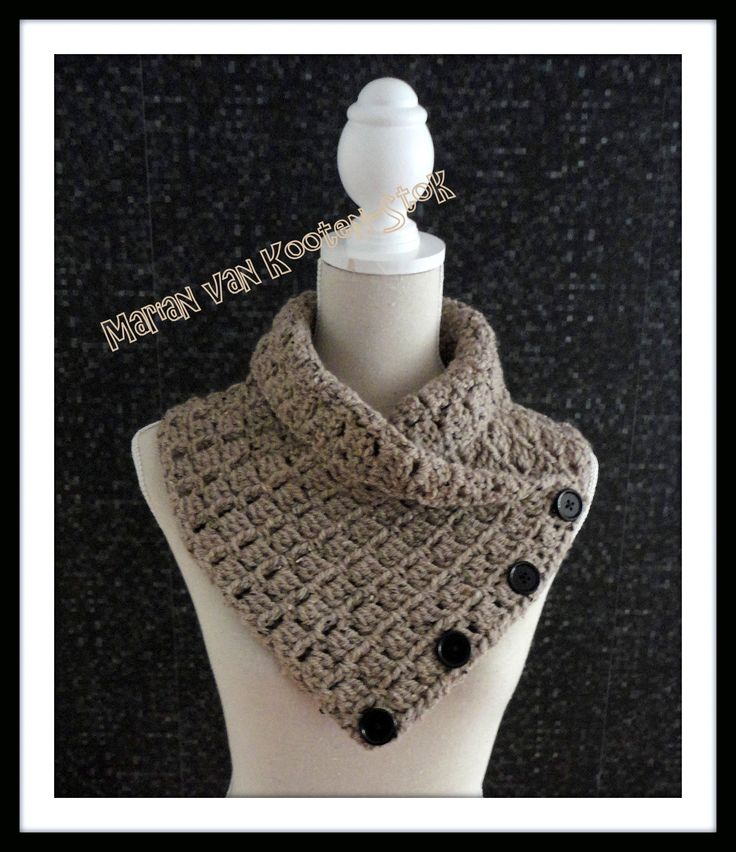 Voor deze colsjaal heb ik 150 gram grijze Tweed gebruikt en ik heb met naald 8 gehaakt. Je kan een soortgelijk Nederlands patroon hier vinden https://www.facebook.com/handmadebymarian