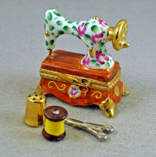 NEW-FRENCH-LIMOGES-TRINKET-BOX-FLORAL-SEWING-MACHINE-W-ROSES-amp-REM-SEWING-PIECES