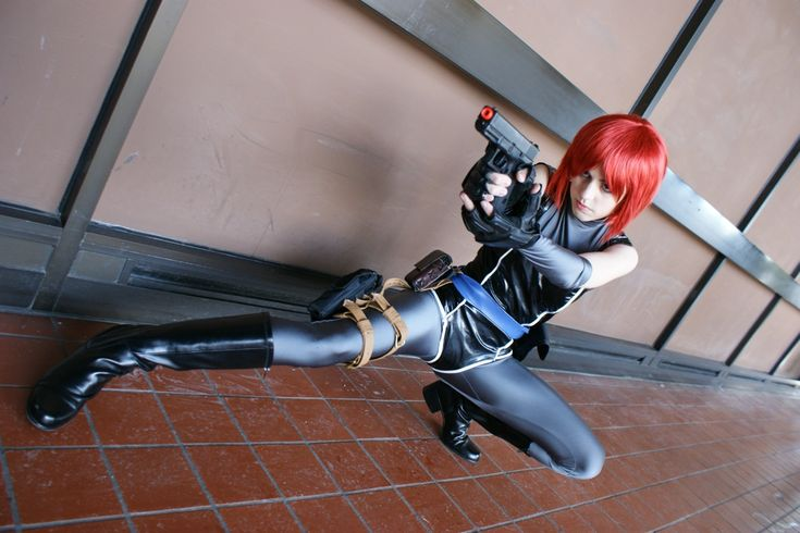 Regina from Dino Crisis cosplay