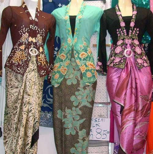 The most graceful and flattering of outfits, the Peranakan sarong kebaya