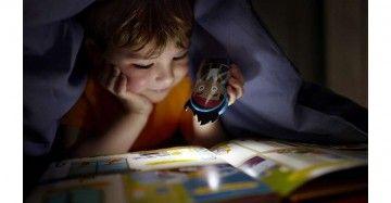 Deze Jake-zaklamp van Philips Disney zorgt dat uw kind iets kan zien 's nachts of tijdens spelletjes in het donker. Deze kleurrijke lamp blijft koel, is kindvriendelijk en is zo ontworpen dat kleine kinderhandjes hem gemakkelijk vast kunnen houden.