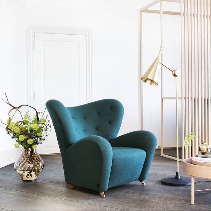 The light hits the curves of the Flemming Lassen designed Tired Man armchair just right in this image styled by @glottipress. Photo credit: @frederikkelea