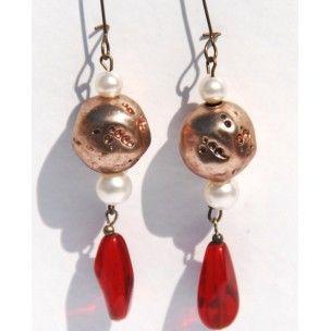 Pendientes Samali de cristal rojo hindú, cobre y perla de Mercé Jo #art #handmade #earrings