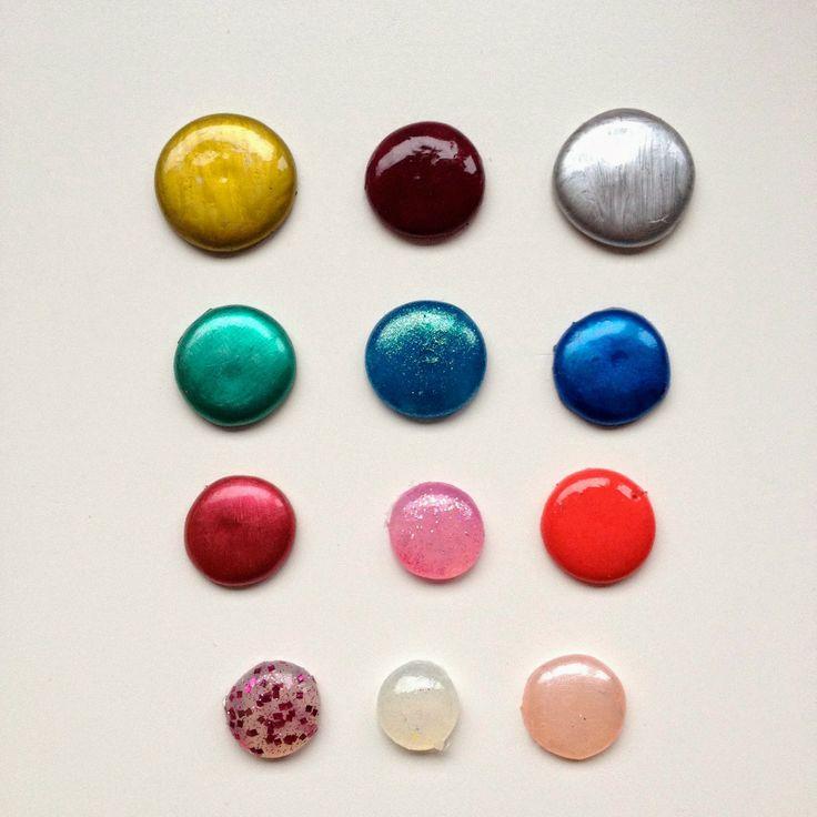 Rebekka's craft room: Glue gun enamel dots / Perles de pluie en colle chaude