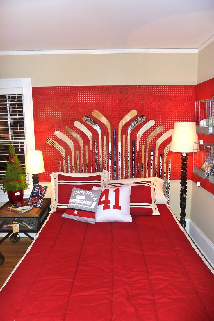 Boys hockey bedroom ideas - Adorable Idea For An Older Child S Bedroom Or The Bedroom Of A Hockey Fan Of Any Age Bachman S 2011 Holiday Idea House Via Hirshield S Colour Club