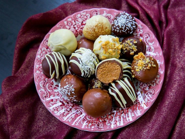Lyxiga havrebollar doppade i choklad