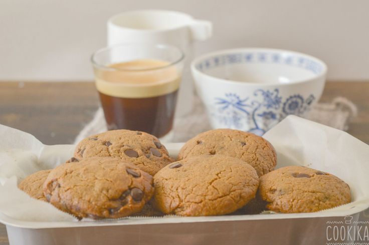 Easy, fast, healthy and delicious tahini cookies with chocolate chips.