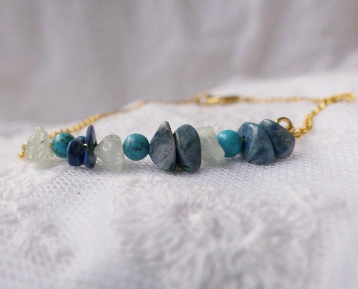 Bracelet fantaisie chic perles et pierres naturelles semi précieuses, turquoise, lazurite et labradorite, chaîne à maillon laiton doré, BOHO de la boutique CompletementFabuleux sur Etsy