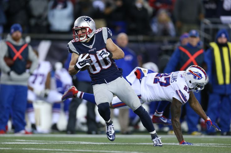 Crossed up! #ANKLES #Amendola #Patriots #NEvsBUF