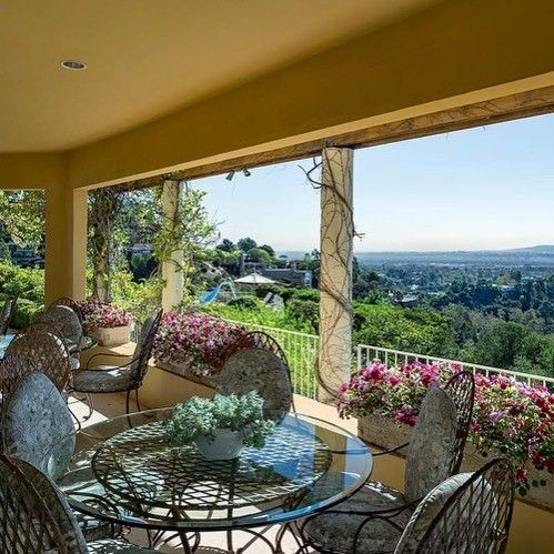 D8mart World Class Compound In Brentwood Los Angeles California