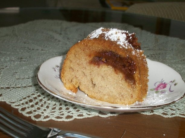 Gluten free cinnamon bundt cake. This cake has a hole in it.....