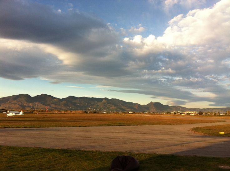 Castellon de La Plana. Lotnisko i góry.