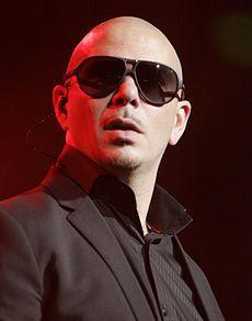 """Pitbull de cúba. Él tiene 32 años. me gusta su canción """"Fiego"""" porque el es muy bueno."""