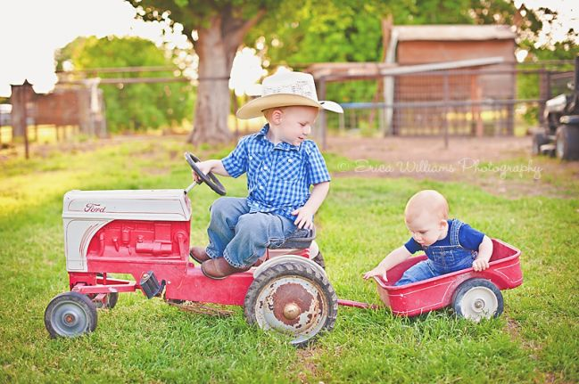 To cute for a country family.  I could see me doing this kind of picture for @Ashley Walters Cochran whenever she has kids.