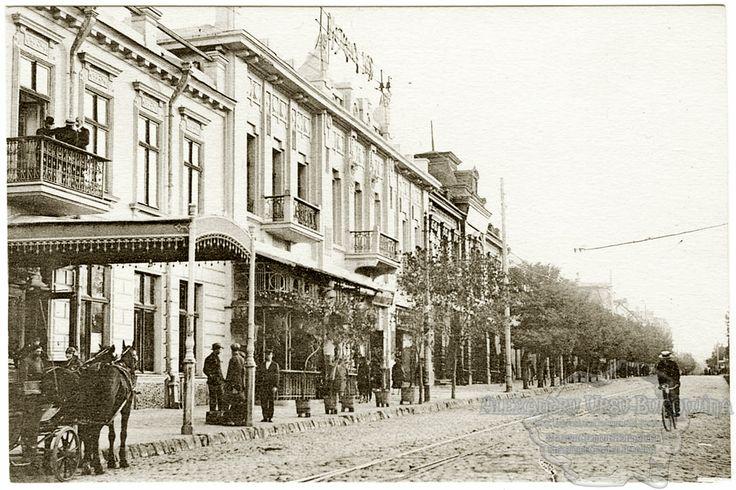 Chişinău. Strada Puşkin şi Hotel Londra.