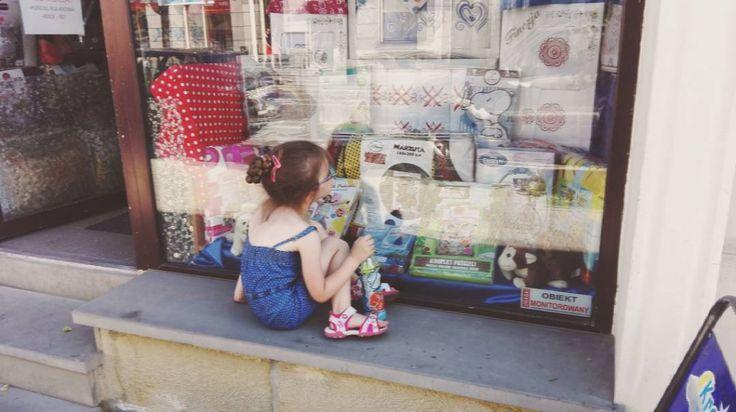 """Polubienia: 46, komentarze: 3 – Małgorzata Faron (@migalnia.blog) na Instagramie: """"Często spotykam dzieci zapatrzone w witryny sklepów z zabawkami, ale moja Córka jest pierwszym…"""""""