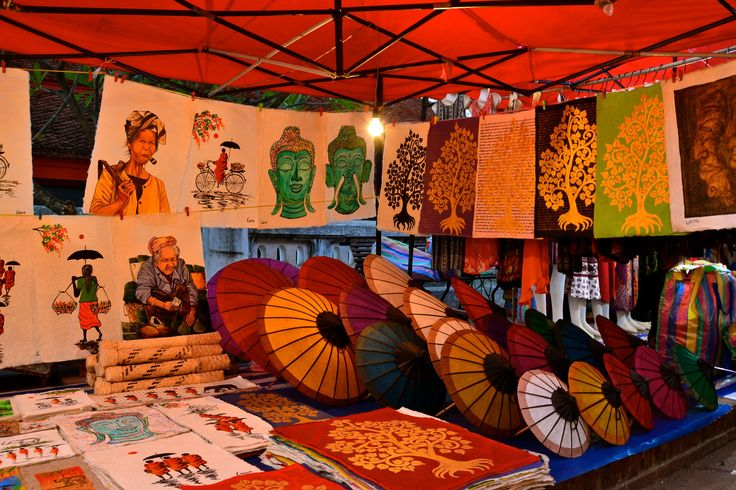 Luang Prabang: Vendors sell everything in the night market