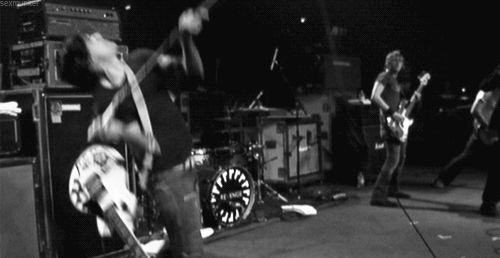 My Chemical Romance | Frank Iero throws a mic