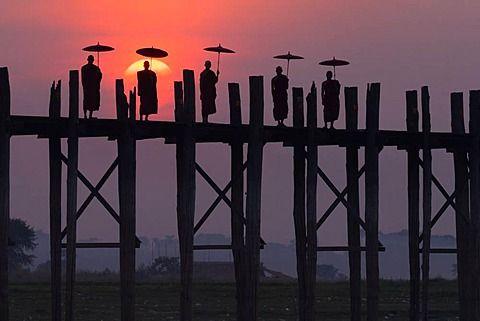 Monks on the U Bein Bridge, Amarapura, Myanmar, U Bein Bridge, Amarapura…