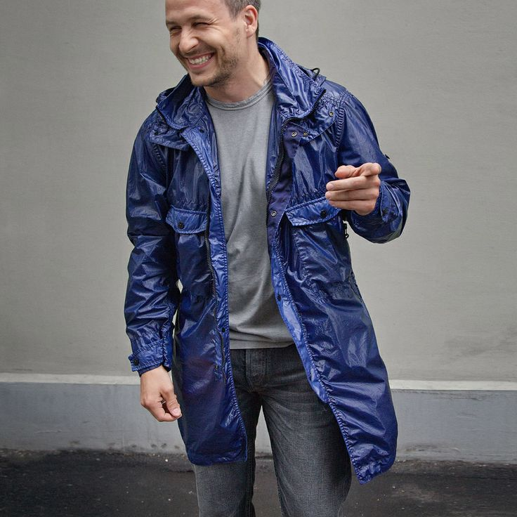 STONE ISLAND total look - всё в LEFORM: футболка, джинсы и парка CRINKLE GLOSS из блестящего нейлона со скользким ветро- и водоотталкивающим полиуретановым покрытием. СКИДКА 40%.