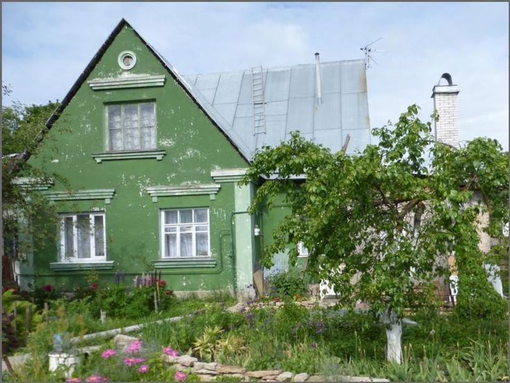 🏡продается дом в Красном Селе🏡  В доме 3 комнаты (5,8м; 11,6м; 9,5м), кухня 13,8м, санузел, прихожая и кладовая. Ухоженный участок, высажены цветы, устроен небольшой огород, растут плодовые деревья и кустарники. Участок позволяет Вам построить дополнительные постройки, возможно даже второй дом.🏠🏡 Недалеко школы, детские сады, магазины и другая городская инфраструктура. 🚌До метро пр.Ветеранов 30-40 минут на автобусе. (605307/05)  ☎️Телефон:+7(931)290-25-22 № предложения:605307 Цена: 2…