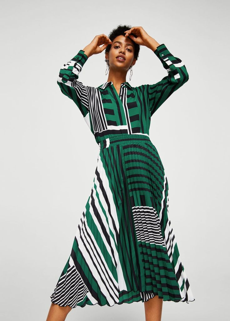 This MANGO outfits ticks all the boxes: color blocking ✅ bold stripes ✅ pretty pleats ✅ head-to-toe print ✅