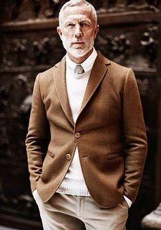 ブラウンジャケット×ベージュチノパンの着こなし【60代】(メンズ) | Italy Web