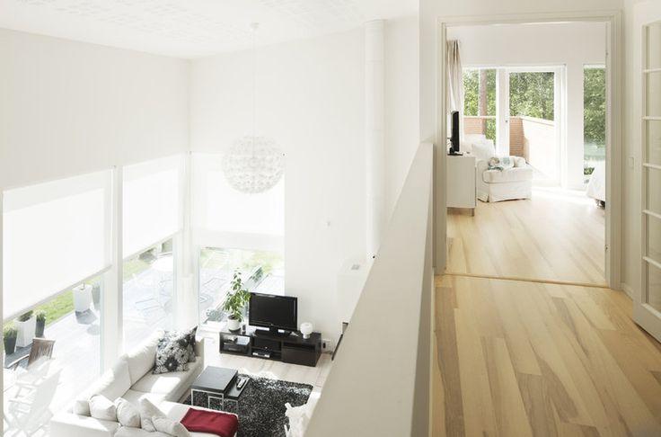 Korkea tila tuo avaruutta yläaulaan, lisää ideoita www.lammi-kivitalot.fi