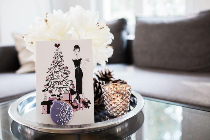 Süße Grußkarte zum Vernaschen. Die Mucki Cookie Card wird mit kleinem Keks als Geschenk verschickt. Zum Geburtstags, zur Geburt, zur Hochzeit, für Glückwünsche und liebe Grüße.  #muckicookiecard #geburtstagskarte #glückwunschkarte #illustration #mucki #grußkarte #karte #hochzeitskarte #babykarte #geschenkbox #süßegrüße #kekse #keks #post #wunschkarte #botschaft #geschenkset #liebesbrief #cookiecard #grußkartenkollektion #weihnachtskarte #geschenkidee #keksmanufaktur #meinkeksdesign