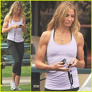 Um.....hello mannish arms that I kinda want on my own body lol. Envyyyyy