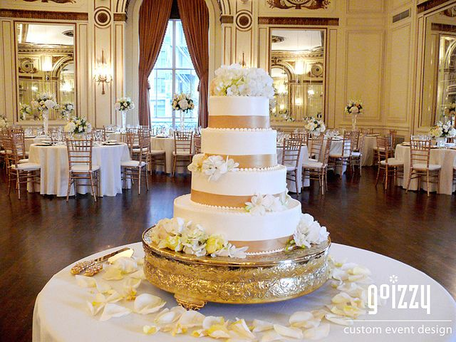 white champagne wedding cake | Gold Champagne Wedding Cake | Flickr - Photo Sharing! Mmm this looks good. I know what I want now!