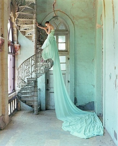 vestido de novia en verde menta - bridal gown in mint green - vestido de noiva verde menta - www.bodasnovias.com #weddings #casamientos #casamentos