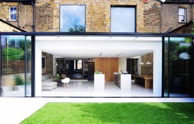 Modernes Haus-nach Renovierung-hintere Fassade-offener wohnraum-mit zugang zu-innenhof