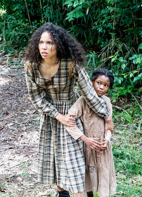 Rosalee and Boo - Jurnee Smollett-Bell and Darielle Stewart in Underground, set in the 1850s (TV series 2016).