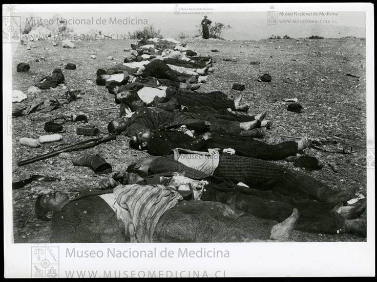 Muertos en La Placilla   Al fondo un capellán