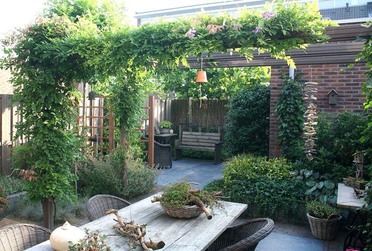 Een droomtuin bij uw droomhuis Bij het ontwerpen van uw droomvilla heeft u volop keuzes te maken: indeling, materialen, afwerking. Grote kans dat u zich daarom...