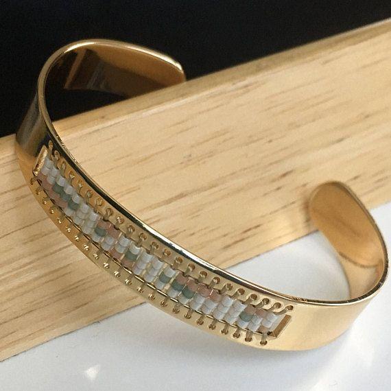 Bracelet manchette jonc avec tissage de perles / Bracelet