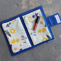 Easy Make-Up Clutch love this removable pouches! Why didn't  i think of that!