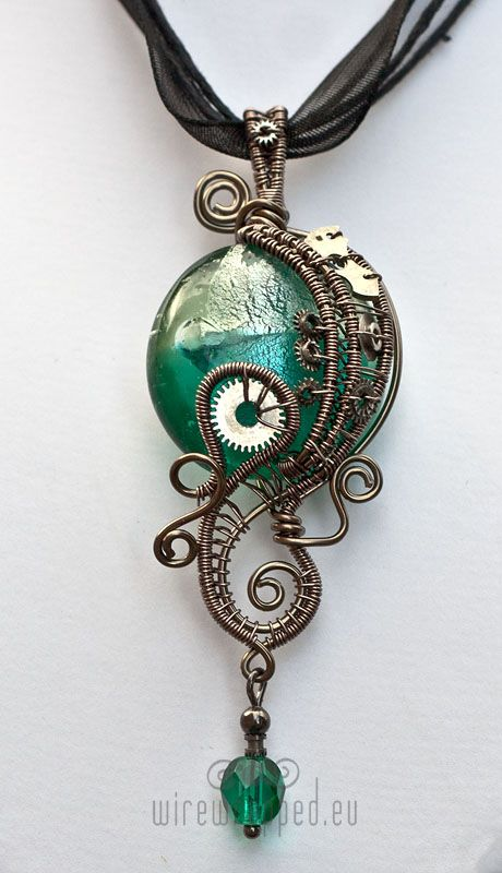 very elegant and curvy steampunk necklace