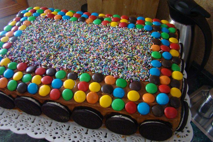 Tortas faciles decoradas con golosinas imagui for Tortas decoradas faciles