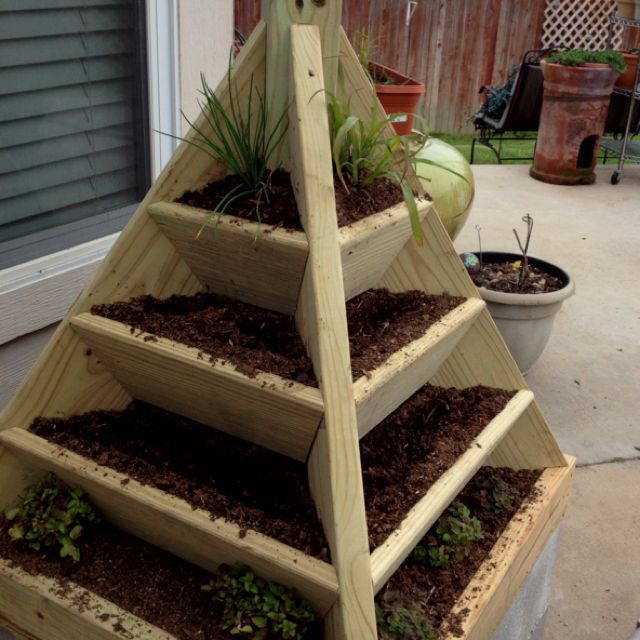 Raised Tiered GardenOutdoor Ideas, Awesome, Neat Ideas, Raised Tiered, Cool Ideas, Tiered Gardens Would, Decor Outdoor, Barbie Gardens, Crafts